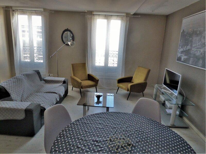 Appartement 2 chambres, 70m2+parking surveillé, 130m centre historique, alquiler vacacional en Boujan sur Libron