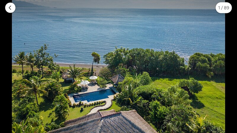 5***** Direct BeachFront Villa with private chef, private pool, wifi, reef – semesterbostad i Buleleng Regency