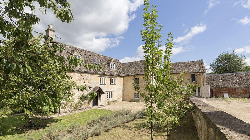 Almsbury Farmhouse at Sudeley Castle - Beautiful Cotswold Farmhouse with annexe,, alquiler vacacional en Gotherington