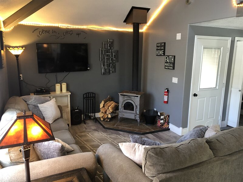 Aspen View Cabin #1 / Sleeps upto 10 / Located in the middle of Duck Creek Villa, holiday rental in Duck Creek Village