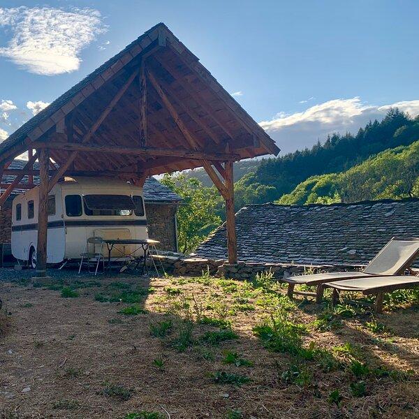 Les Caravanes du Maquis // Hameau de Cruzis, location de vacances à Saint-Sever-du-Moustier