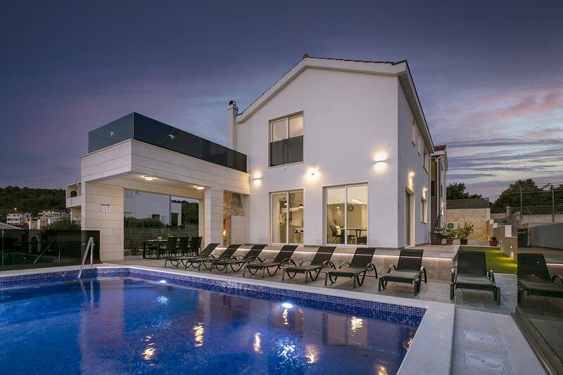 Beautiful Villa Le Soleil, with a Pool, vacation rental in Razanj