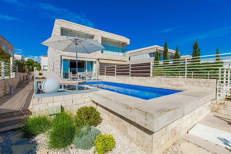 Modern Villa Lantana, in Dalmatia, near the Sea, holiday rental in Petrcane