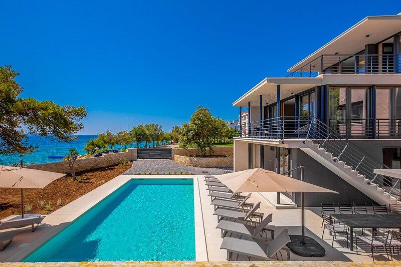 Modern Villa Luca, near Zadar, with a Pool, vacation rental in Kozino