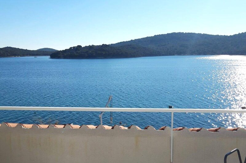 Tisno Apartment Sleeps 4 with Air Con - 5887869, holiday rental in Tijesno