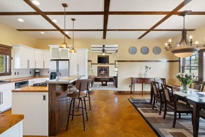 NEW! Escape to Eagle and Enjoy Spacious Living & Maximum Comfort w/ Friends & Fa, holiday rental in Horseshoe Bend