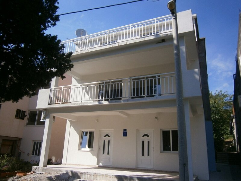 Niki - 20m from the sea: A1(2+2) - Blace, holiday rental in Duba