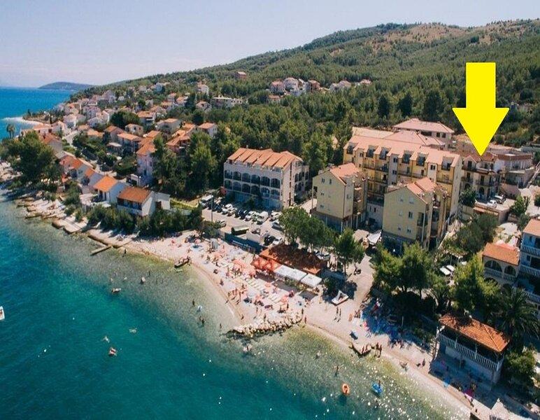 Boris - 30 m from beach :  A1(6+2) - Arbanija, aluguéis de temporada em Arbanija