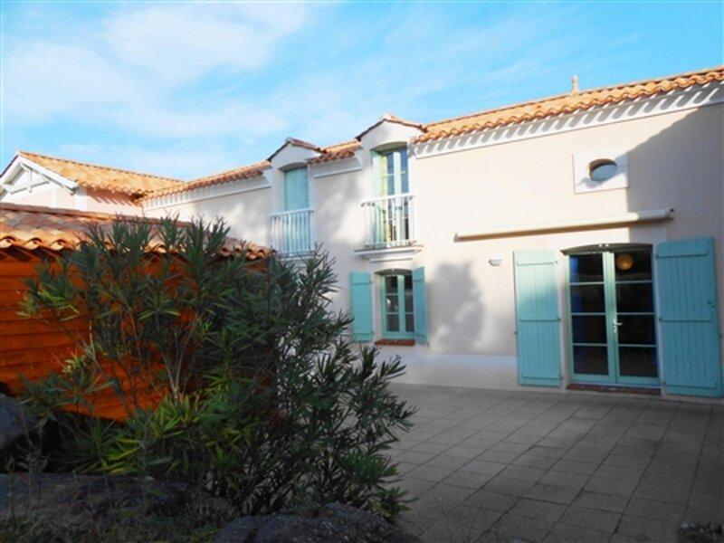 RESIDENCE LES MAS DE ST HILAIRE : AVEC PISCINE ENTRE PLAGE ET FORET, holiday rental in Saint-Hilaire-de-Riez