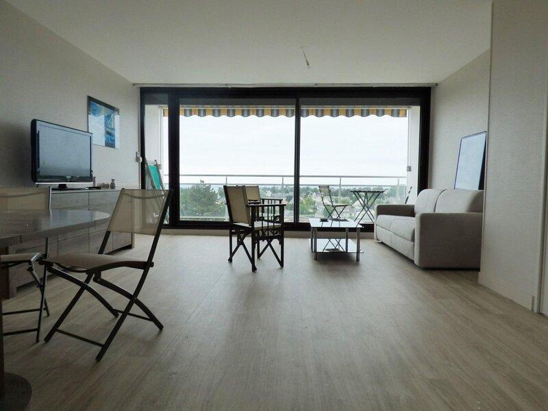 Superbe vue mer. Appartement refait à neuf de 5 couchages avec tennis privé et, location de vacances à Champeaux