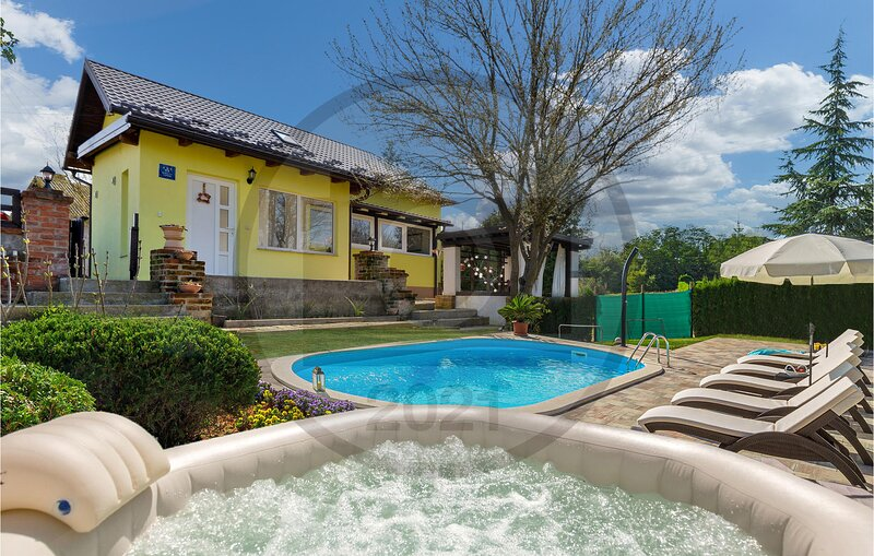 Stunning home in Hrebinec with Outdoor swimming pool, WiFi and 4 Bedrooms (CCC18, holiday rental in Cazma