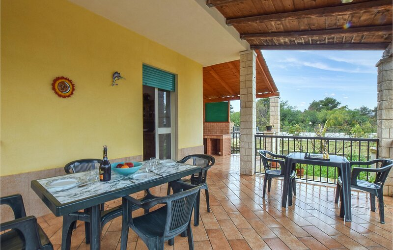 Awesome home in Scicli with WiFi and 3 Bedrooms (ISR365), casa vacanza a Sampieri