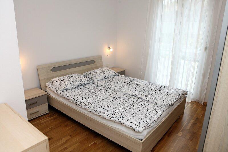 Koper Homey Retreat 2BR Apartment with Terrace LURE1, aluguéis de temporada em Koper
