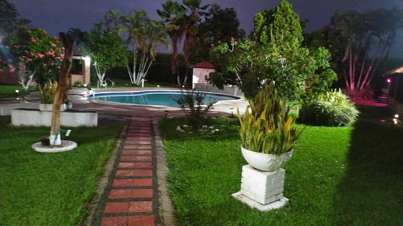 Stunning 7-Bed Villa in San Francisco, holiday rental in Tobia