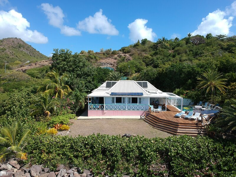 Shell Villa - 3 Bedroom Luxurious Oceanfront Villa overlooking Montserrat – semesterbostad i Antigua Och Barbuda
