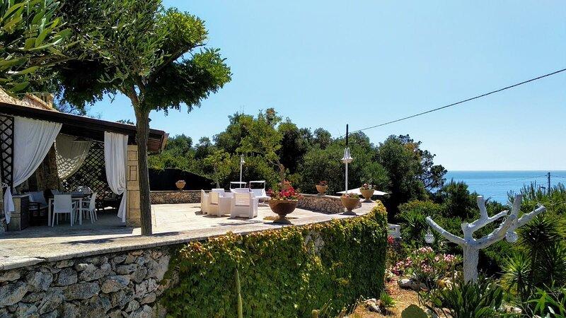 Villa Valeria fronte mare, vacation rental in Corsano