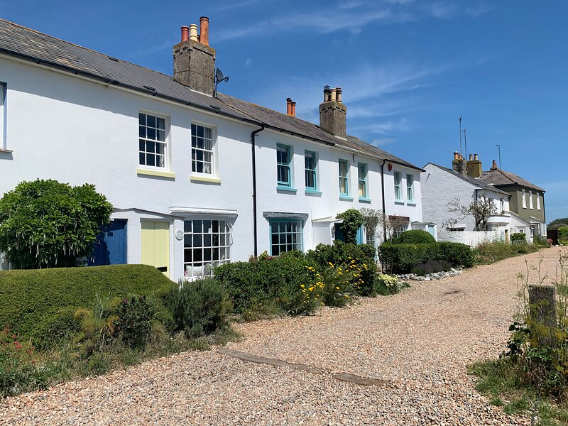 Boutique retreat on the beach: Bosun Cottage, holiday rental in St Margaret's Bay