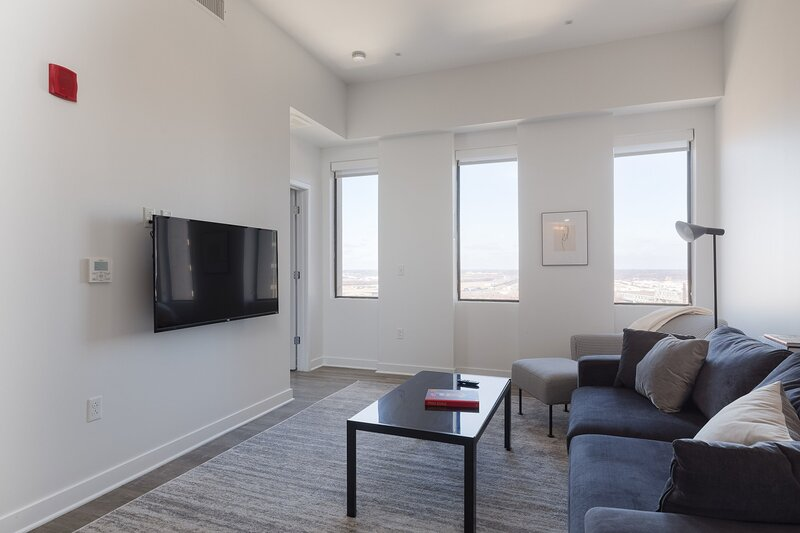 Luxe DT 2BR with City View by Zencity, holiday rental in Liberty