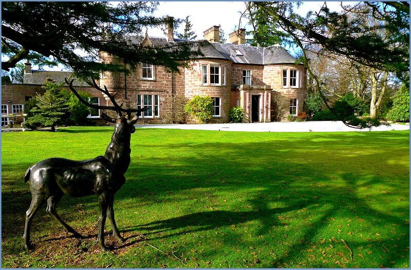 Altamount Manor - Luxury Country House 18 en-suite bedrooms, Ferienwohnung in Blairgowrie