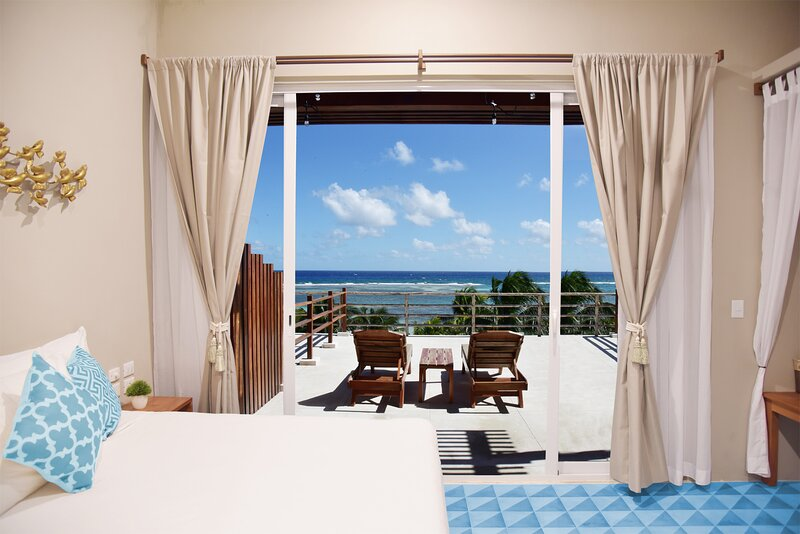Sky Suite - New Beachfront Luxury Suite & Terrace, holiday rental in Mahahual