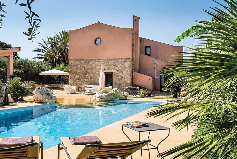 5 bed farmhouse with pool, wp and wifi, location de vacances à Fulgatore