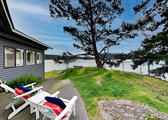 Waterfront Cottage | Fireplace, Patio & Firepit | Incredible Bay Views, holiday rental in Fidalgo Island