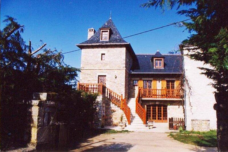 Aux Sabots Du Causse Corrézien Chambre Jaune, holiday rental in Cressensac