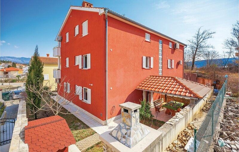 Amazing home in Cizici with WiFi and 2 Bedrooms (CKK744), casa vacanza a Cizici