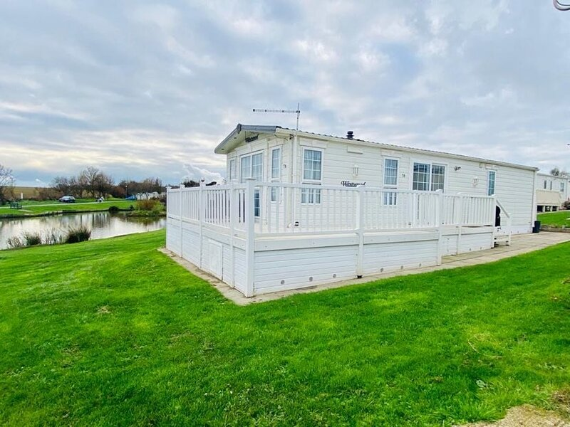 Lakeside 2 Bed Caravan sleeps 4, holiday rental in Patrington