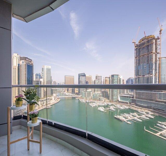Exquisite 3BR Apartment with Full Marina Views!, alquiler de vacaciones en Jebel Ali