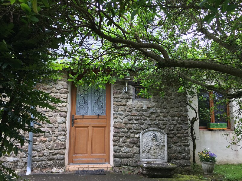 Comfortable 2-Bed Cottage, location de vacances à Levare