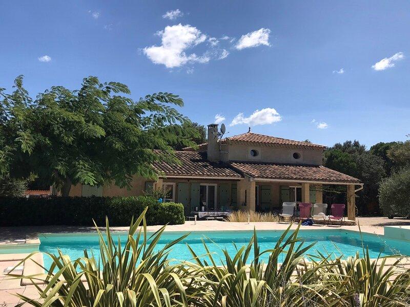 Villa climatisée avec piscine jusqu'à 9 personnes, calme et sans vis-à-vis, casa vacanza a Argilliers