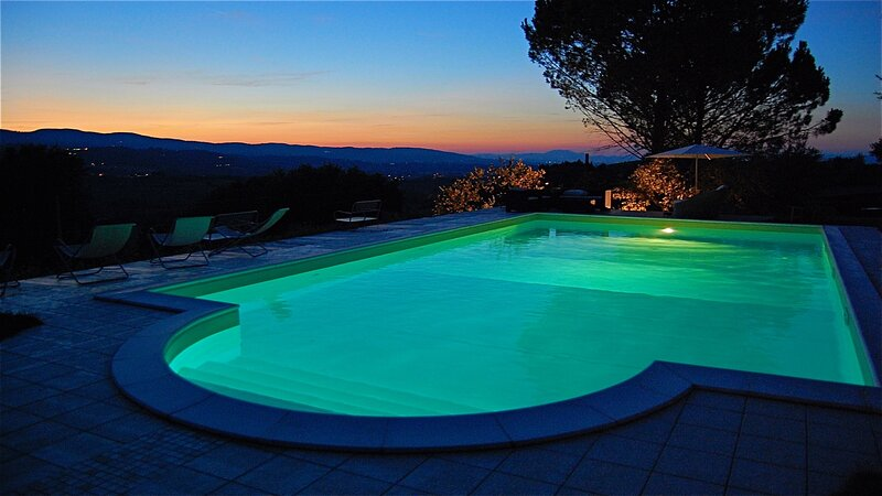 VILLA SOLE VINO, EXC POOL + GROUNDS, WALK TO MONTEFALCO + BEVAGNA 3 KM, ROME 1HR, vakantiewoning in San Valentino
