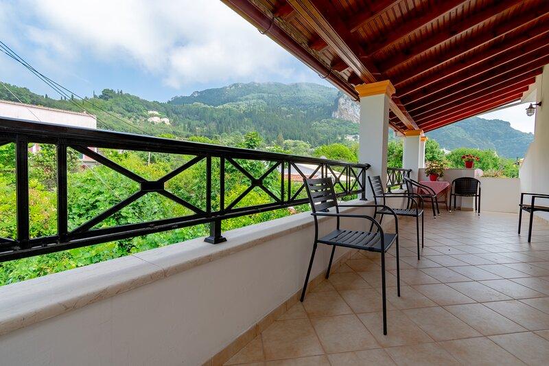 Villa Sophia Family Apartment 1st Floor, holiday rental in Pentati
