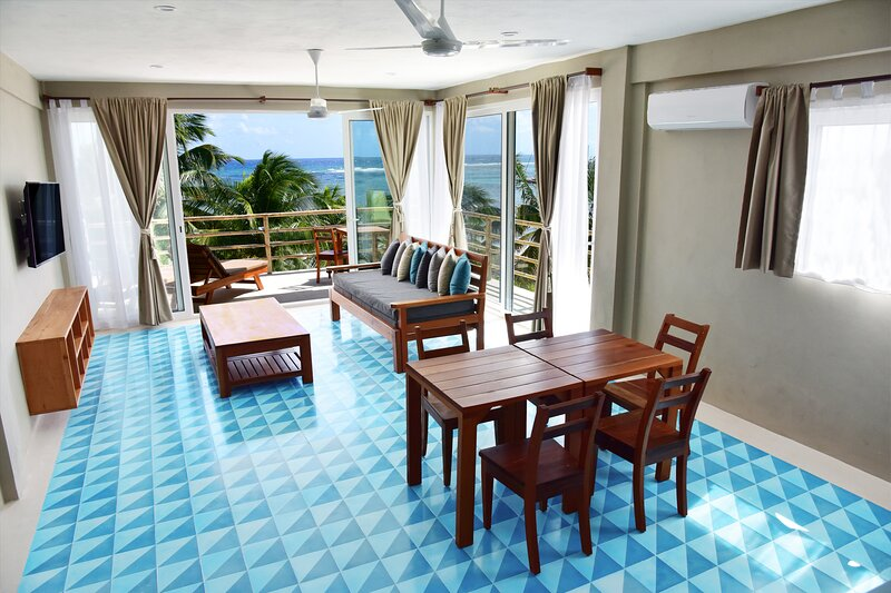Beachfront Apartment with Terrace & Beach Club, holiday rental in Mahahual