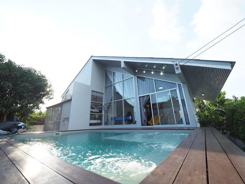 Private Pool★3 BR 13 Persons ★ Njoy Pool Villa, aluguéis de temporada em Chonburi