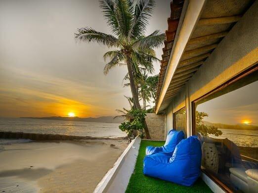 Absolute Oceanfront 2 Bedroom Villa Nautilus, location de vacances à Candidasa