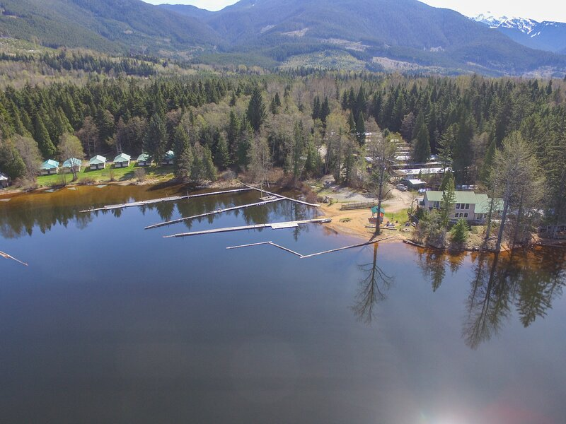 Lakefront Cottages and Campground, alquiler de vacaciones en Kitimat-Stikine District