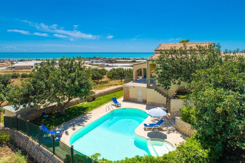 Villa Annunziata: Large Private Pool, Sea Views, A/C, WiFi, aluguéis de temporada em Cava d'Aliga