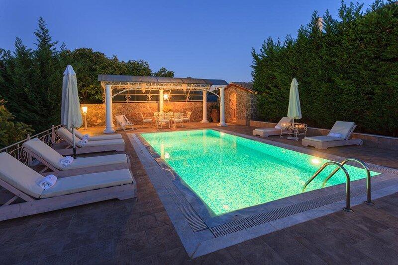 Villa Golden Tiara: Large Private Pool, A/C, WiFi, holiday rental in Achilleio