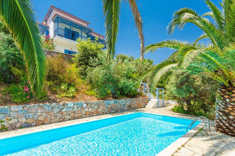 Villa Ourania: Large Private Pool, Sea Views, A/C, WiFi, location de vacances à Ville de Skopelos
