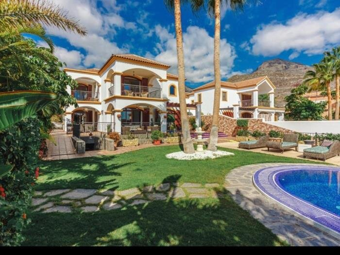 Villa Juliet, BBQ, Heated Private Swimming Pool and garden!, holiday rental in Fanabe