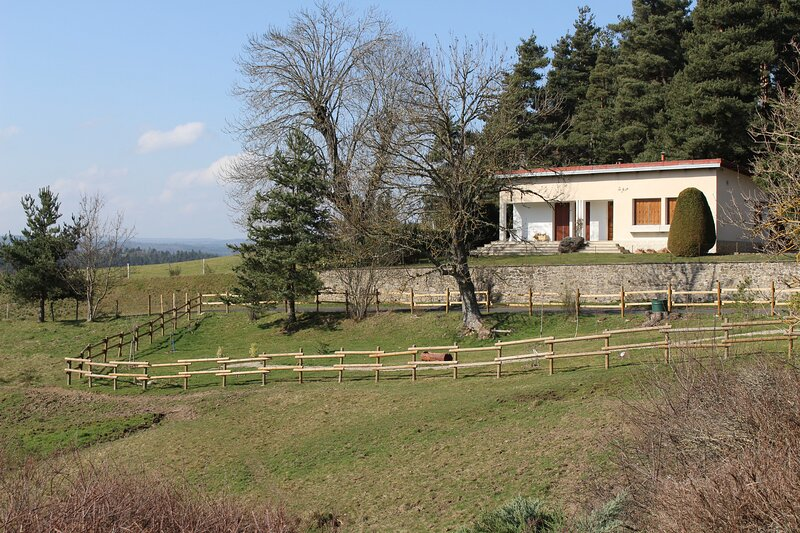 Beautiful house with mountain view, holiday rental in Landos