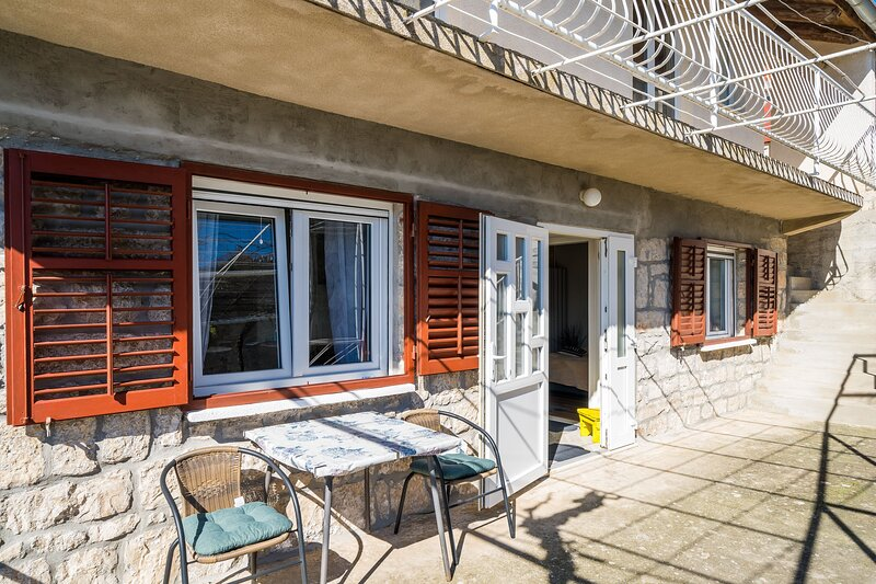 House Godimento-One Bedroom Apartment with Terrace, holiday rental in Mocici