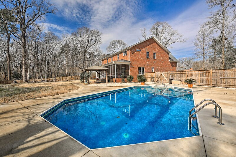 NEW! New Bern Luxury Retreat w/ Private Pool + Gym, holiday rental in Grantsboro