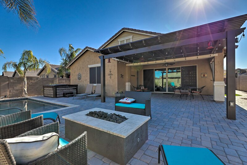 NEW! Queen Creek Oasis w/ Pool + Resort Amenities!, alquiler vacacional en Queen Creek