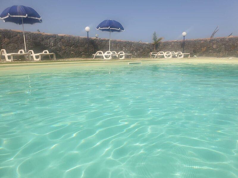 APPARTAMENTO CON VASCA JACUZZI PER 2 PERSONE, location de vacances à Aci Catena