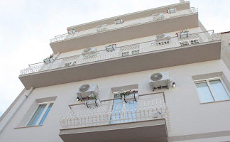 casa Del Girasole grazioso appartamento, holiday rental in Casa Santa