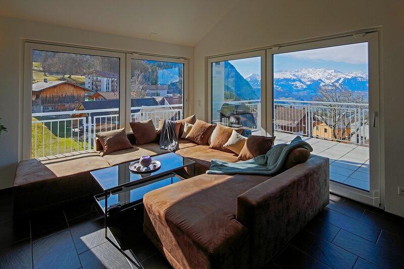 Moderne und gemutliche 5 Zimmer Dachwohnung mit uberwaltigender Aussicht, location de vacances à Triesenberg