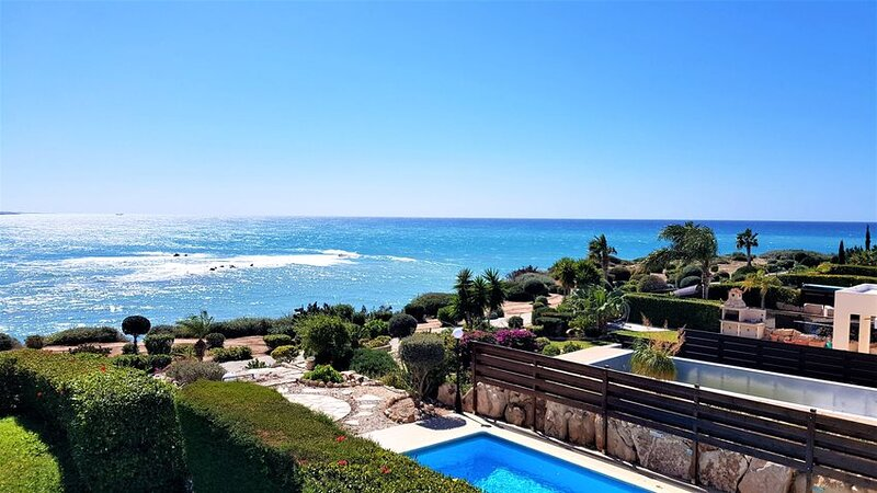 See the sea! Perfect pool! For a fab foursome in Coral Bay!, holiday rental in Coral Bay